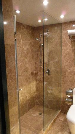 Eaton, Hong Kong: showers