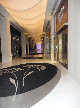 แฟร์ม้อนท์ แบบ ออล บาห์ร: Hallway