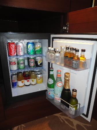 แฟร์ม้อนท์ แบบ ออล บาห์ร: Mini bar
