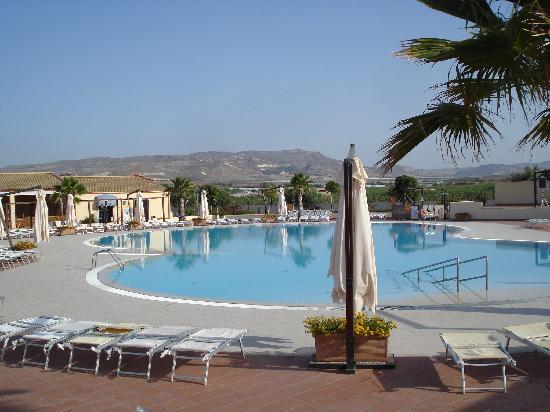 Marina di Butera, Italia: la piscina centrale