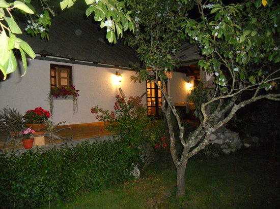 Bohinjska Bela, Slovenia: HOUSE AT NIGHT Cottage