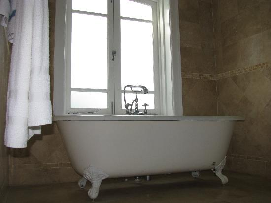 Little Good Harbour: Bath tub
