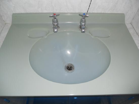 Spa Lodge Backpackers: Very clean sinks