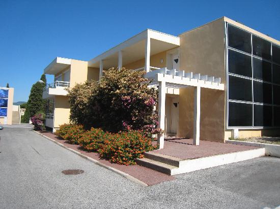Les Tourelles: Apartment building