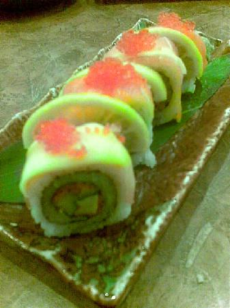 Zakuro 2: salmon mango roll