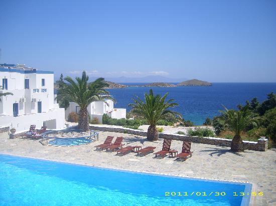 Faros Resort: Θέα πισίνας και θάλασσας