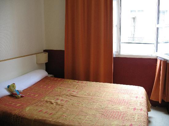 Hotel du Pont Neuf : Room