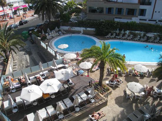 Piscina del hotel bild fr n bull escorial spa playa for Piscina playa del ingles