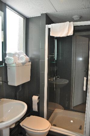 Atrium Mondial : bathroom