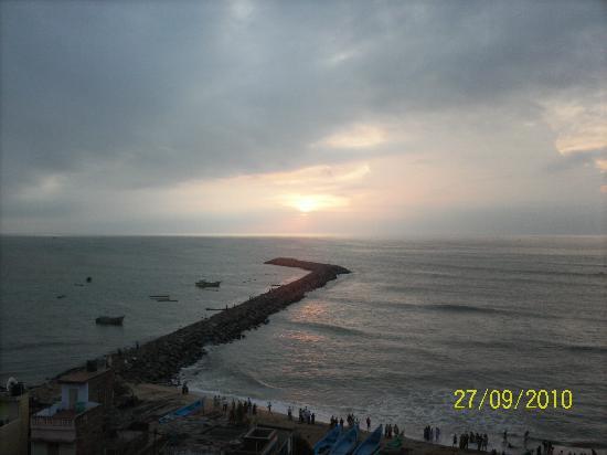 Hotel Maadhini: sun rise from hotel room
