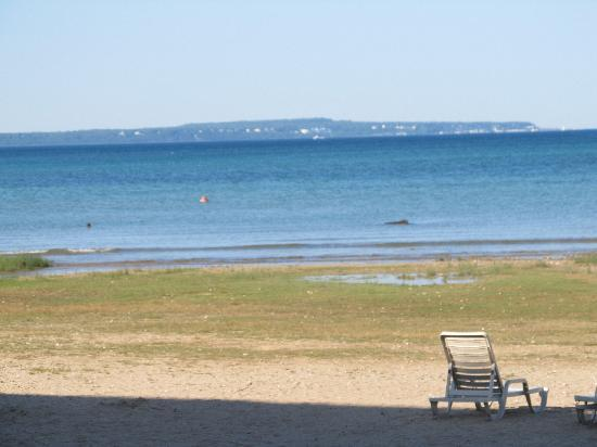 Mackinaw Beach and Bay - Inn & Suites: View from the hotel