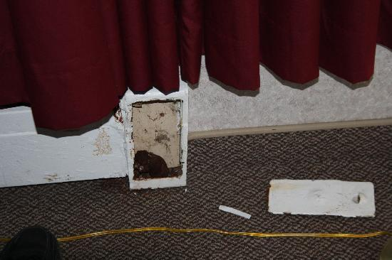 Hearthstone Inn Port Hawkesbury: Broken heater in room