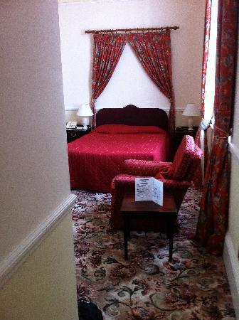 Best Western Royal Victoria Hotel: Une grande chambre qui ressemble à une suite...