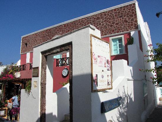 The Museum Spa Wellness Santorini Hotel: von außen hui, von innen pfui