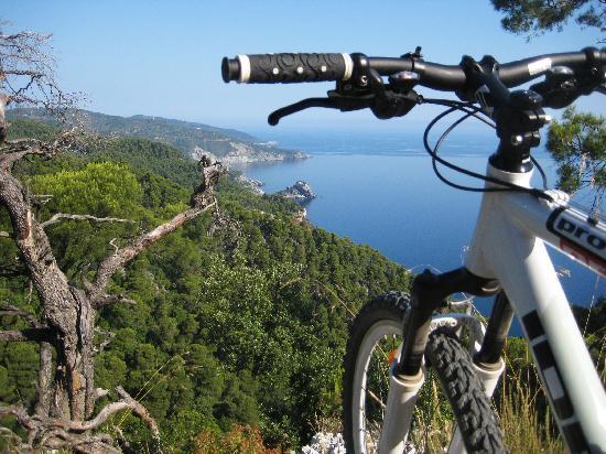 Skopelos Cycling : Mamma Mia Church