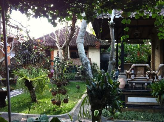 Teba House Ubud Guest House : garden at Teba House