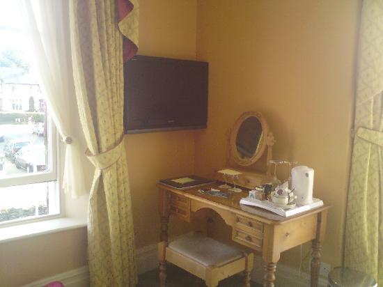 Stonegarth Guest House: dressing table