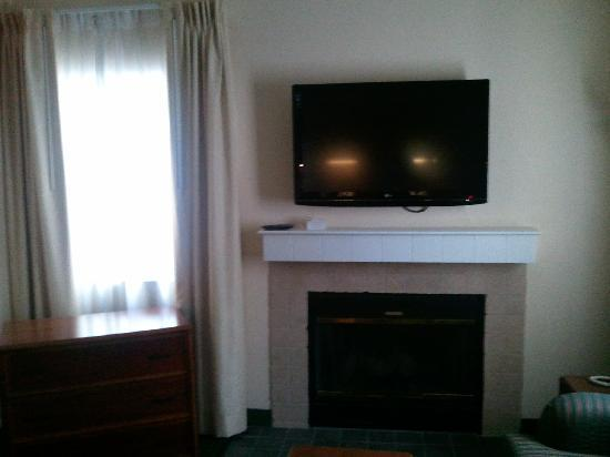Residence Inn Philadelphia Valley Forge : 1 of 3 plasmas in room + the working fireplace