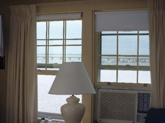 Dyer's Beach House: Windows in the Room