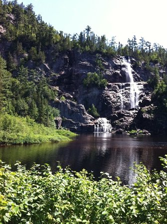 Agawa Canyon Tour Train : Bridal Falls