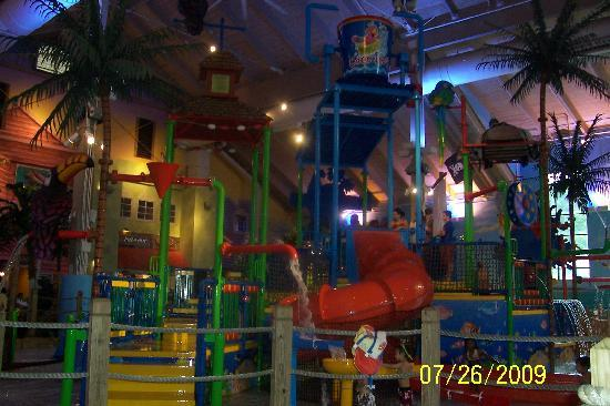 CoCo Key Water Resort Hotel & Convention Center - Waterbury: Indoor Water Park