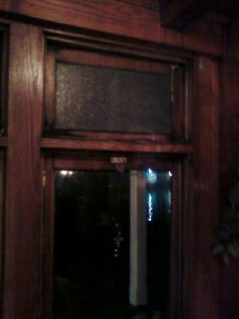 Idler Restaurant: rotting window