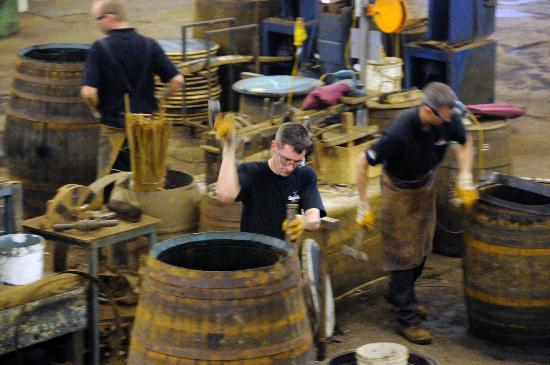 The Balvenie Distillery: Küfer bei der Arbeit