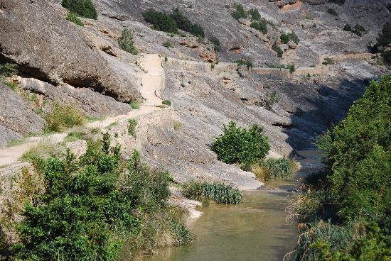 Arnes, สเปน: Trail leading up mountain
