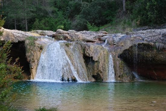 Arnes, สเปน: Waterfall outside of town
