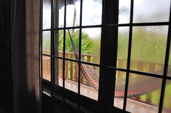 Hotel Rancho Cerro Azul: Hammock through cabin window