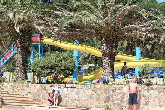 Giverola Resort: Pool mit Rutschbahn