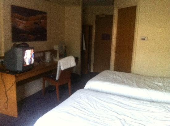 Premier Inn Huddersfield West Hotel: Twin room