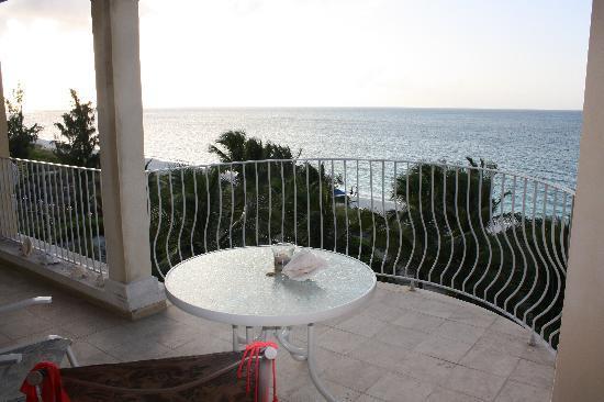 Villa Renaissance: Balcony View