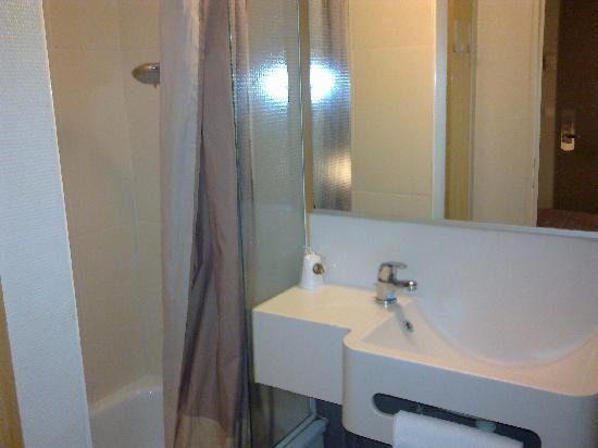 B&B Hotel Rennes Nord Saint Gregoire: Salle de bain