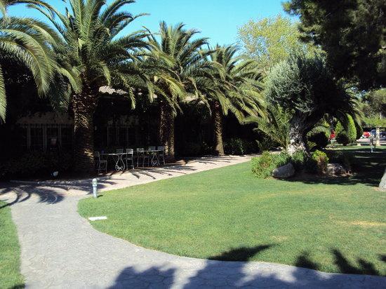 Restaurante Gayarre: Jardines exteriores