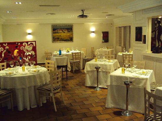 Restaurante Gayarre: Una parte del comedor