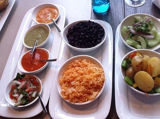 tipica: Salsas und Beilagen