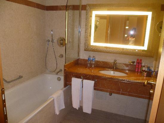 Sheraton Club des Pins Resort: Salle de bain chambre standard