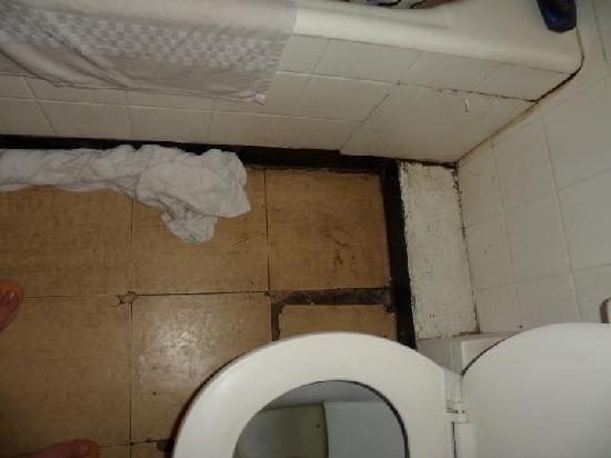 Kivi Milimani Hotel: bathroom