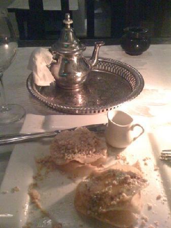 Libzar restaurant- Pastilla au lait, très très bon et bien presenté.