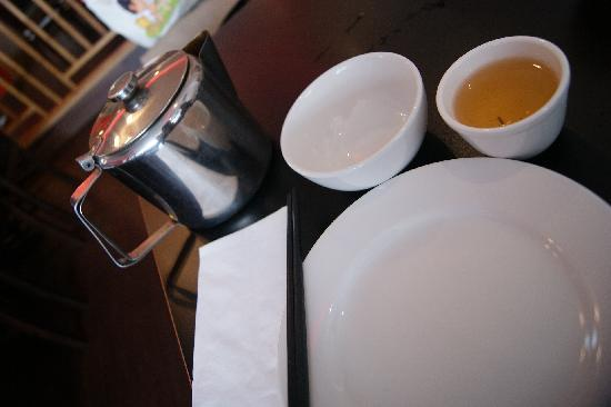 HONG KONG WOK: Given on arrival so nice and clean. Free Chinese Tea too!