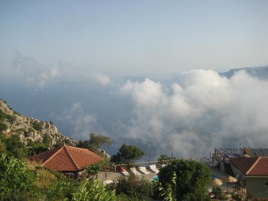 Yediburunlar Lighthouse: bulutlar altinda