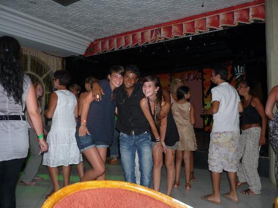 Hotel Djerba Les Dunes: Diego et ses deux Gazelles.