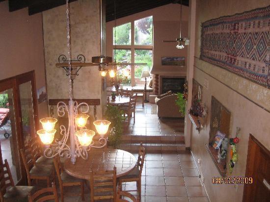 Adobe Village Inn: Breakfast Nook