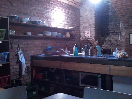 Sir Toby's Hostel: Shared Kitchen