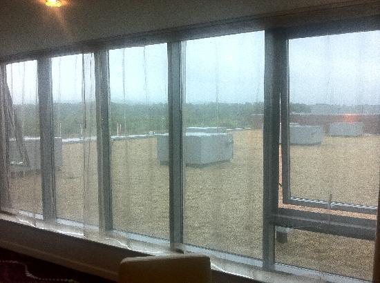 Louis Fitzgerald Hotel : Large Window area & View