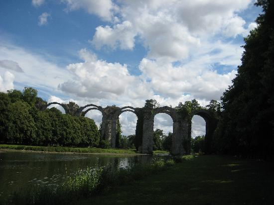 Chateau de Maintenon: The unfinished Aqueduc