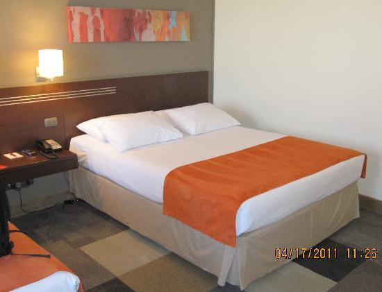 Atton Hotel El Bosque: Comfortable bed