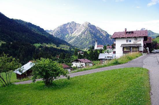 Hotel Pension Tanneneck: Der Ort Hirschegg vom Hotel aus