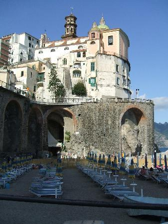 A'  Scalinatella Hostel and  Hotel: The Atrani beach, and Bar Nettuno under the arches.